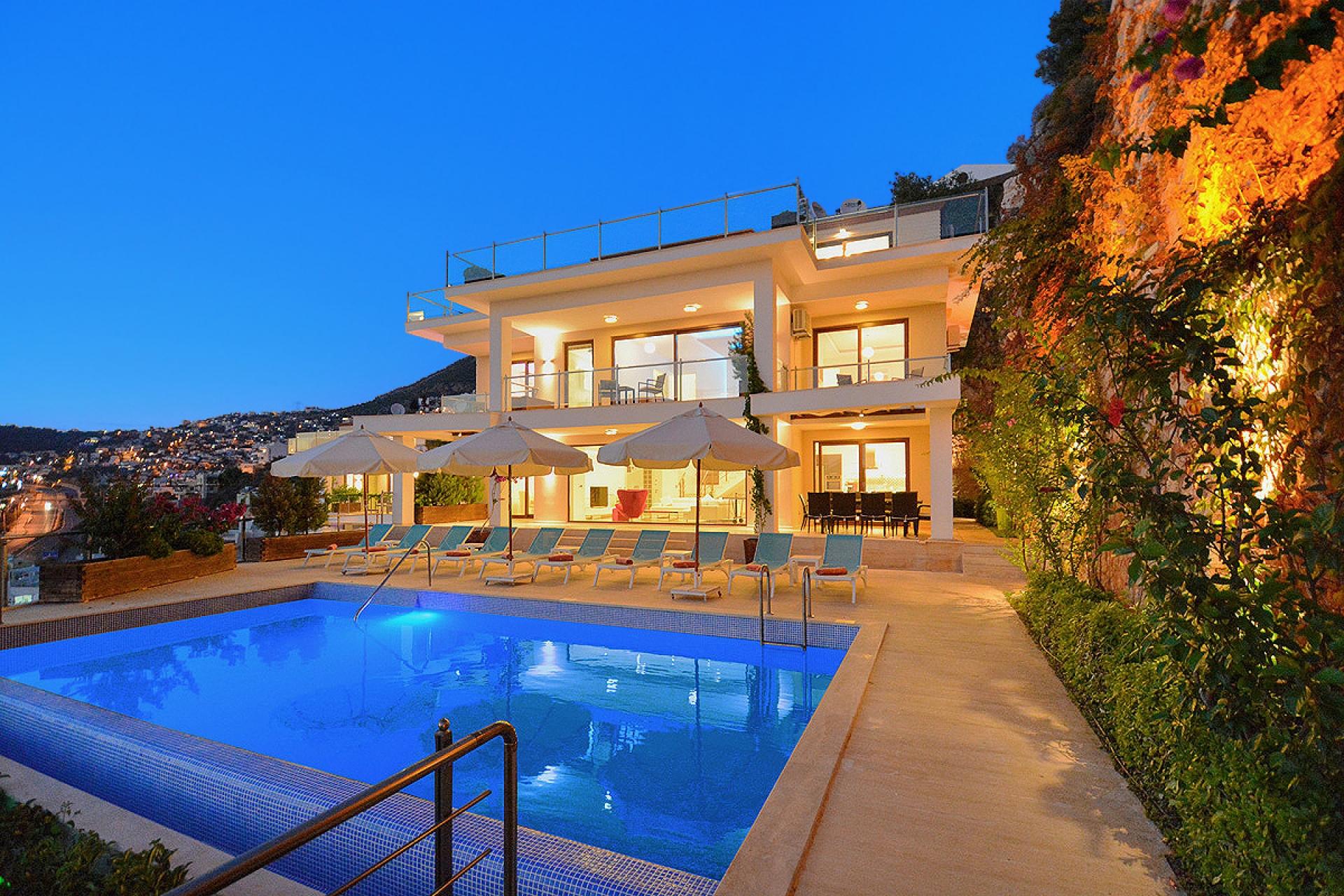 Kalkan Merkez'de Muhteşem Deniz Manzaralı Satılık Villa