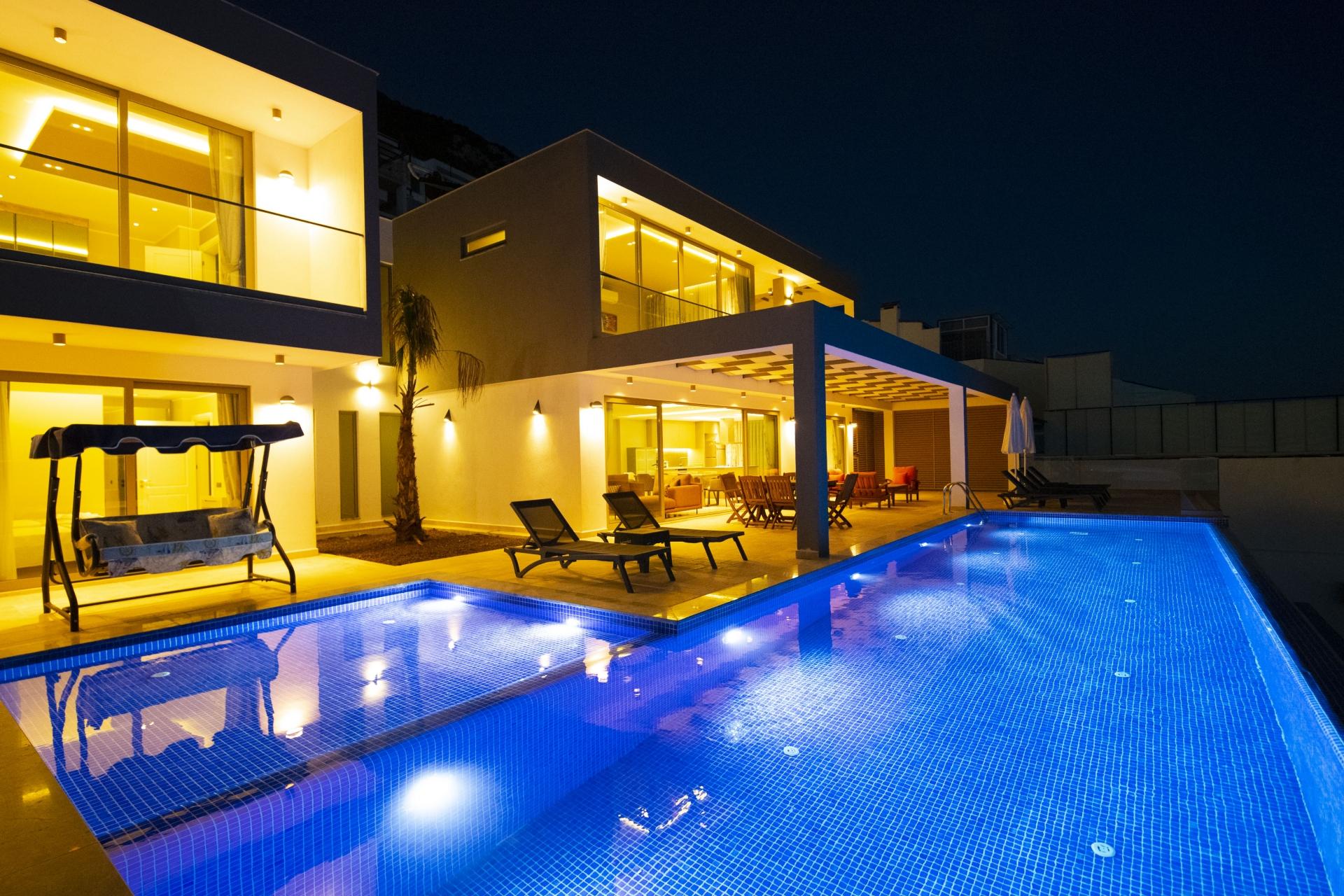 Kalkan'da Deniz Manzaralı Özel Havuzlu Villa