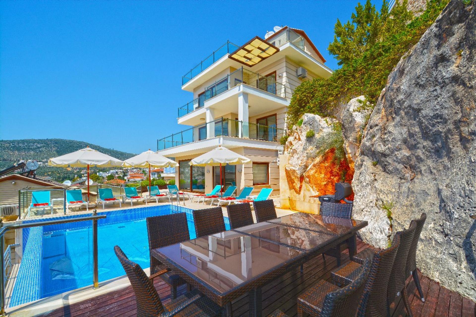 Kalkan Kızıltaş'ta Özel Havuzlu Satılık Villa