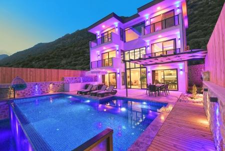 Kalkan Kördere'de Kapalı Havuzlu Villa