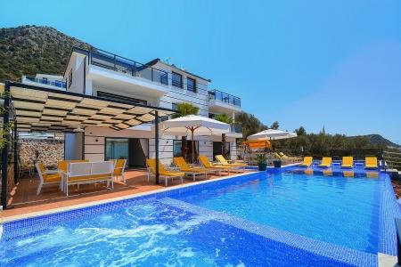 Kalkan Kördere'de Deniz Manzaralı Satılık Villa