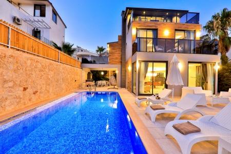 Kalkan Ortaalan'da Deniz Manzaralı 3+1 Satılık Villa