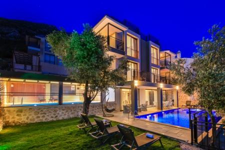Kalkan Kızıltaşta  Deniz Manzaralı 5+1 Satılık Villa