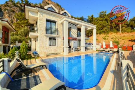 Göcek'te Havuz ve Bahçeli Satılık Lüks Yazlık Villa